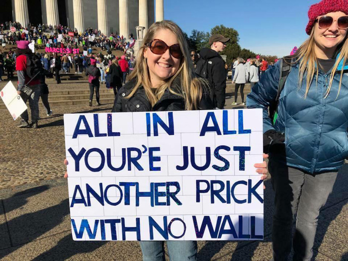 25 Brutally Hilarious Memes Mocking Trump's Border Wall